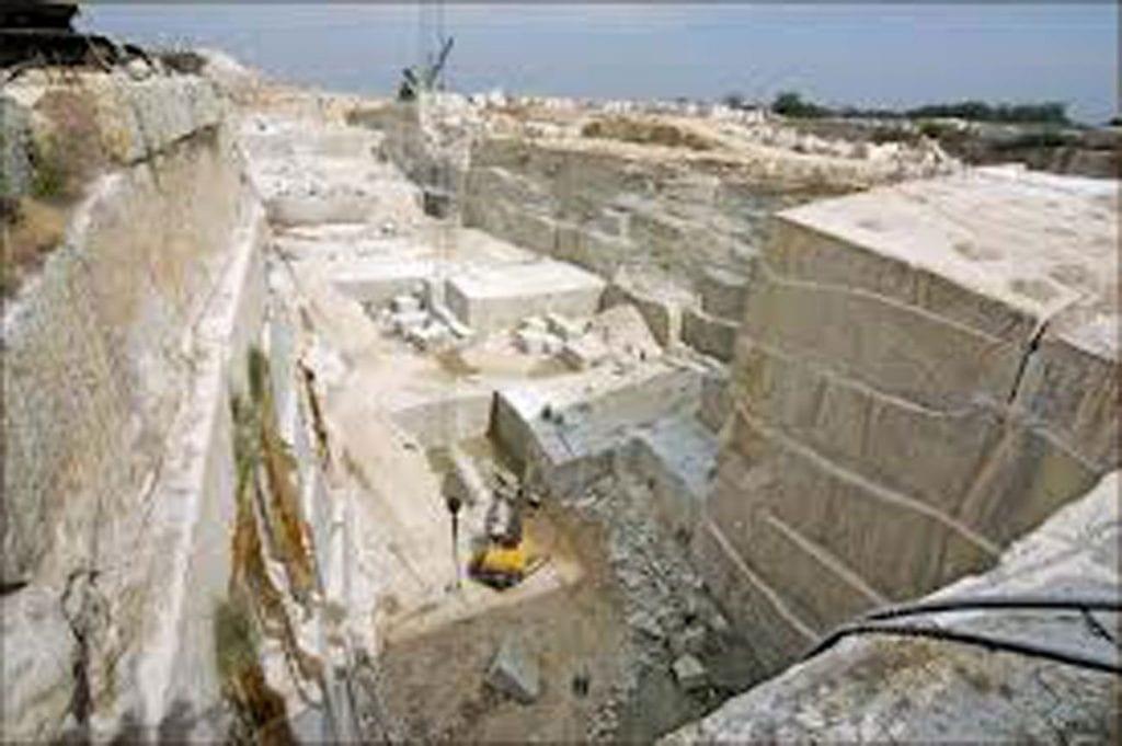 Đầu tư thiết bị cắt xẻ - đánh bóng và mỏ đá granit tại Campuchia - tổng mức đầu tư lên đến hơn 6.000.000USD - nhằm chiếm lĩnh thị trường đá granit - marble trong nước & xuất khẩu đi thị trường Đài Loan.